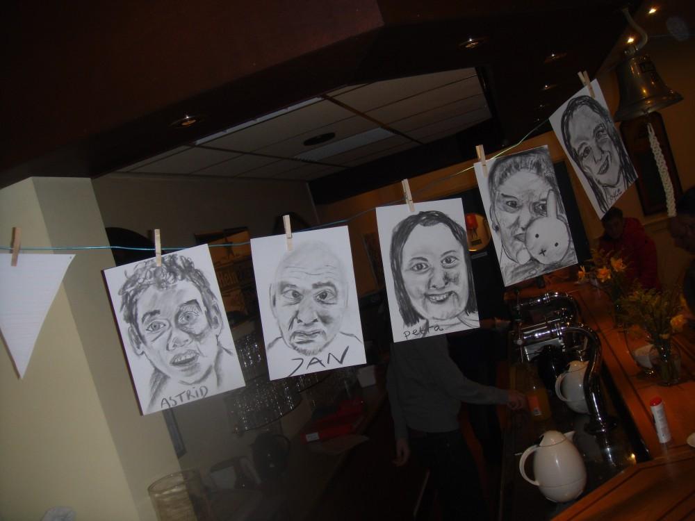 De waslijn van Gum! met portretjes