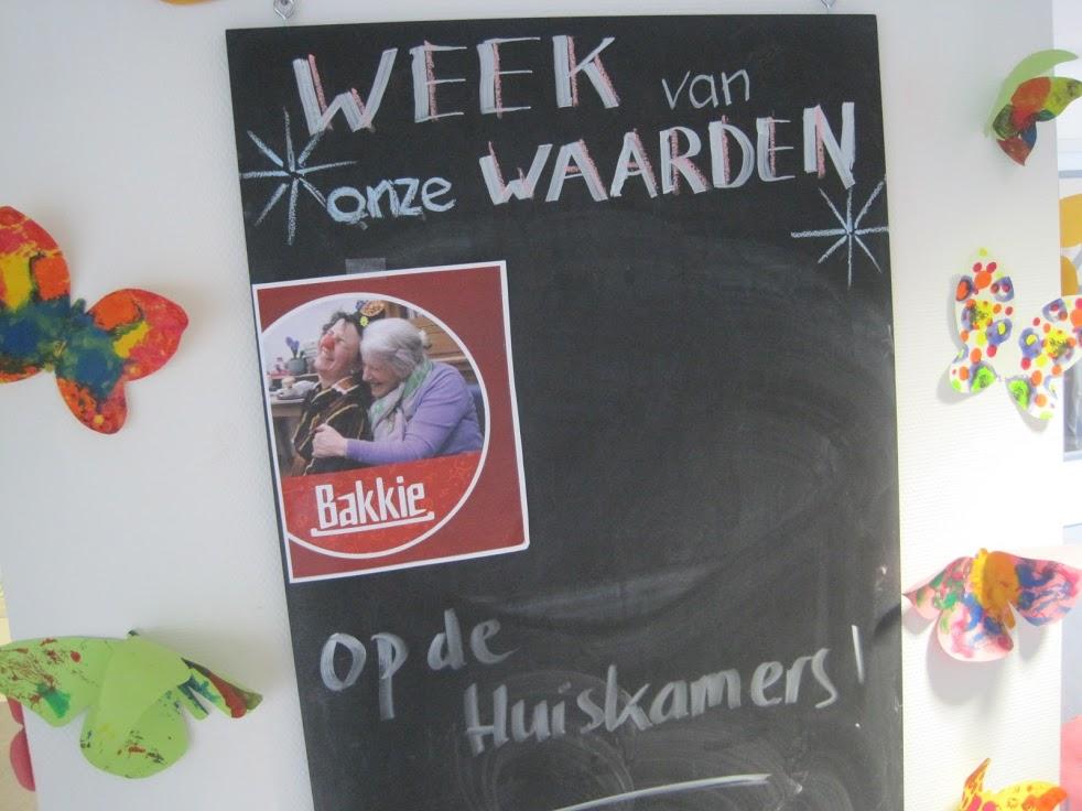 Foto van krijtbord met aankondiging Bakkie www.neusvoorcontact.nl